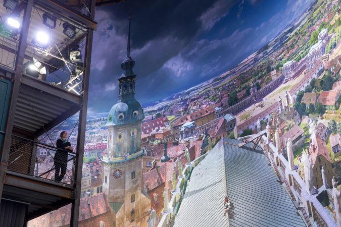 Vom 15 Meter hohen Aussichtsturm bietet sich dem Besucher eine besonders interessante Perspektive. Foto: Tom Schulze ©asisi