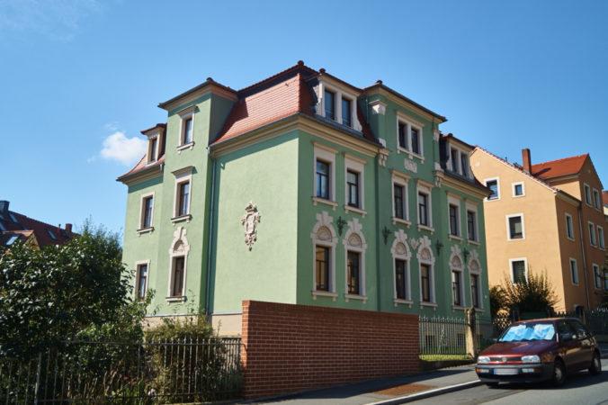 Wohnhaus mit vielen Zierelementen