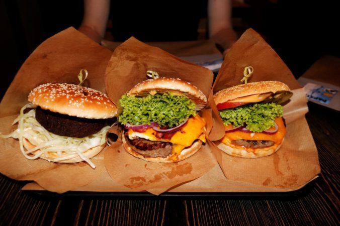 Und so sehen die leckeren Burger aus.