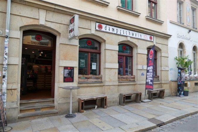 Direkt auf der Louisenstraße befindet sich das Dampfschwein.