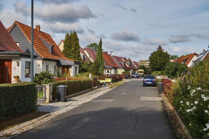 Einfamilienhäuser mit Gärten auf der Tannenstraße.