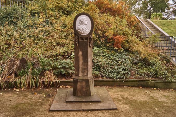Böttger Denkmal auf der Brühlschen Terrasse