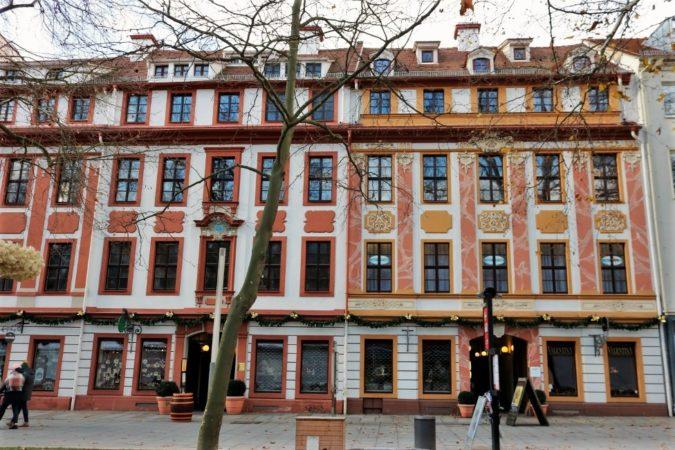 Die Häuserfronten des Barockviertels wirken sehr kunstvoll.