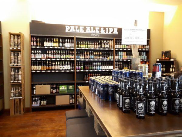 Die Auswahl an Bier ist wirklich unglaublich. Das ist nur eins der vielen Regale.
