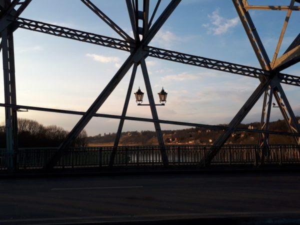 Der Blick über die Brücke.