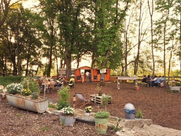 Der liebevoll gestaltete Garten.