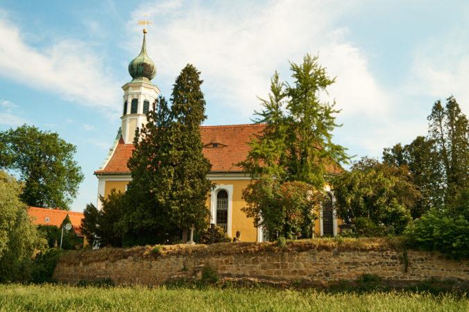 Kirche Maria am Wasser in Stadtteil Dresden Hosterwitz