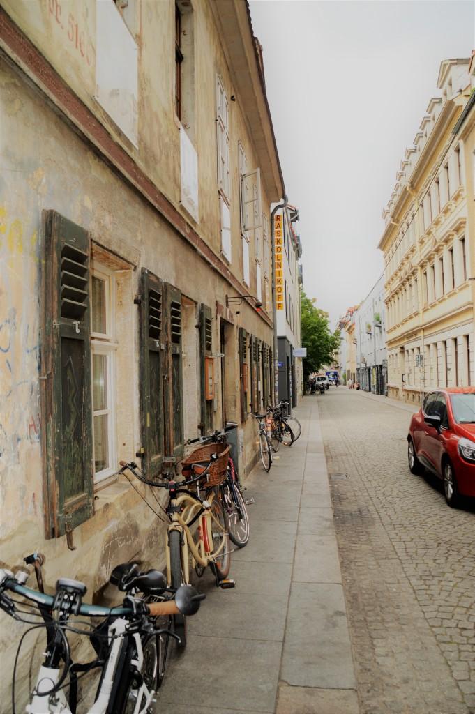 Das Raskolnikof befindet sich inmitten des Neustadtflairs und hat einen urigen Charme.