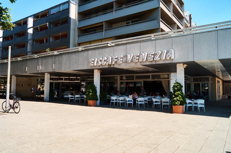 Das Eiscafé Venezia mit der tollen Lage am Goldenen Reiter!