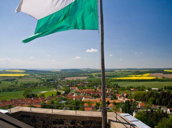 Sachsenfahne weht auf Burg Stolpen