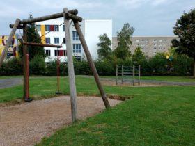 Spielpatz Lommatscher Str. ggü Elbepark