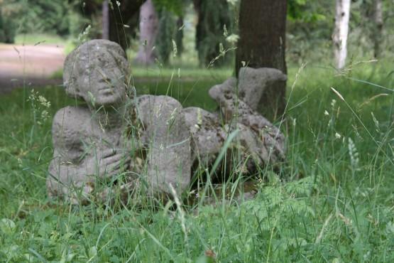 Die Liegende im Botanischen Garten Dresden