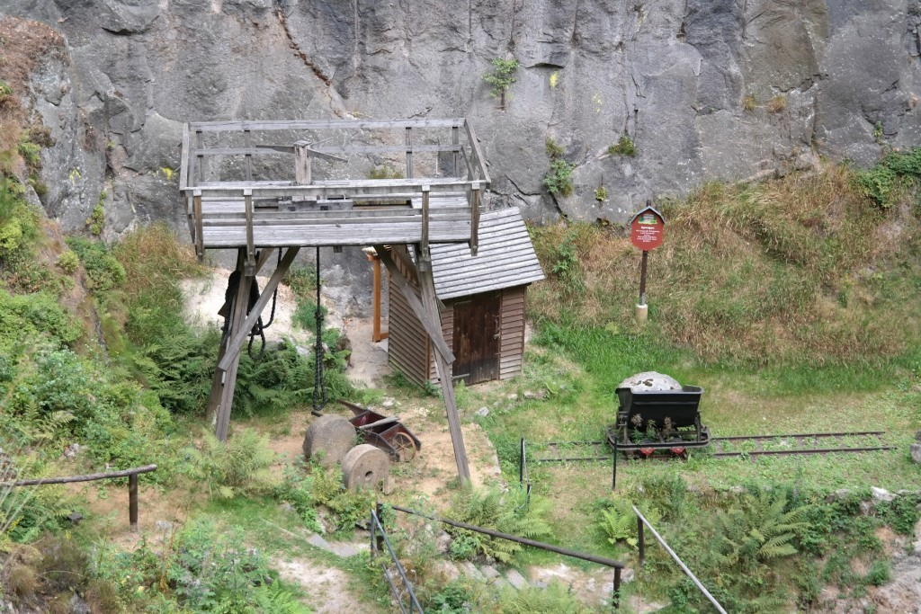 Blick in das Schwarze Loch in der Jonsdorfer Felsenstadt