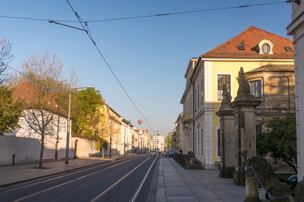 Entlang der Friedrichstraße findest du viele denkmalgeschützten Häuser