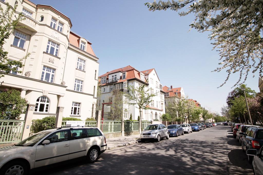 Was die Bebauung angeht, dominieren in der Südvorstadt Villen aus der Gründerzeit sowie Bauten der 60er Jahre.