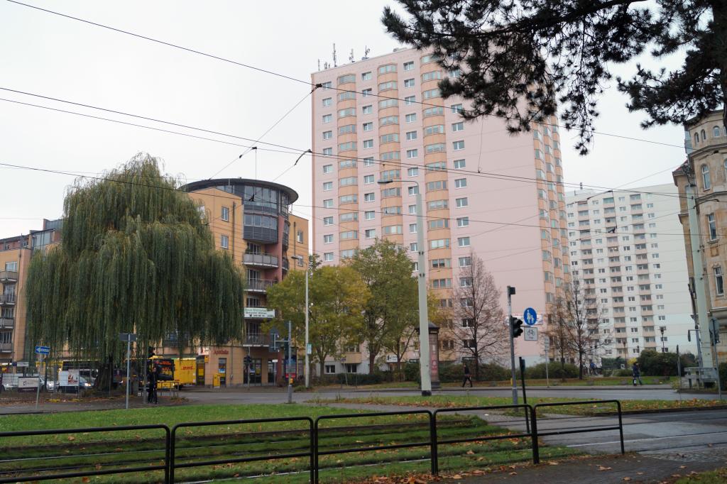 An der Zwinglistrasse lassen sich einige moderne Wohngebiete und Plattenbauten vorfinden.