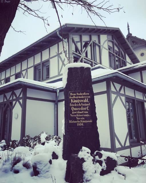 Ein Gedenkstein erinnert an den Architekten Friedrich August Quosdorf
