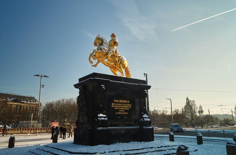 Der Goldene Reiter zeigt das Reiterstandbild des sächsischen Kurfürsten August des Starken, welcher Dresden im Barock regierte.