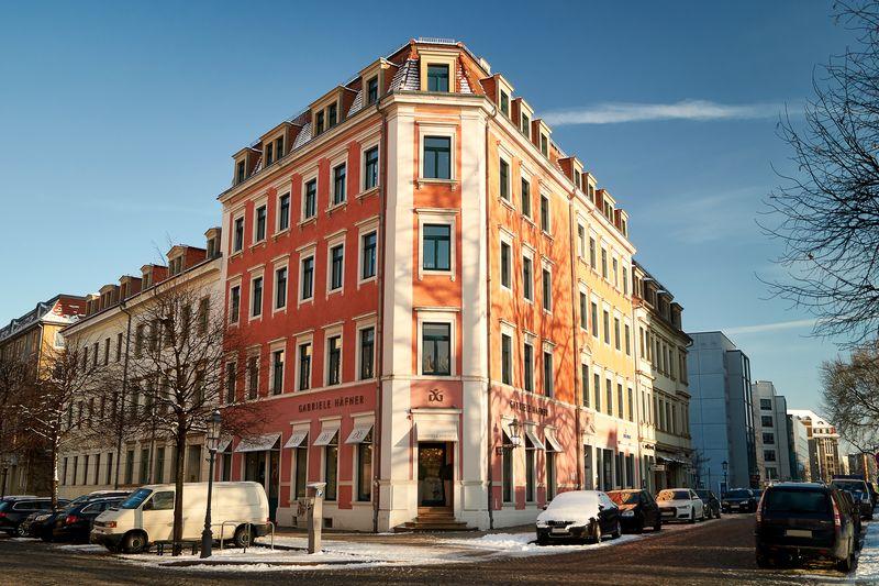 An der Dreikönigsstraße 10 befindet sich ein barockes Bürgerhaus mit einer edlen Modeboutique