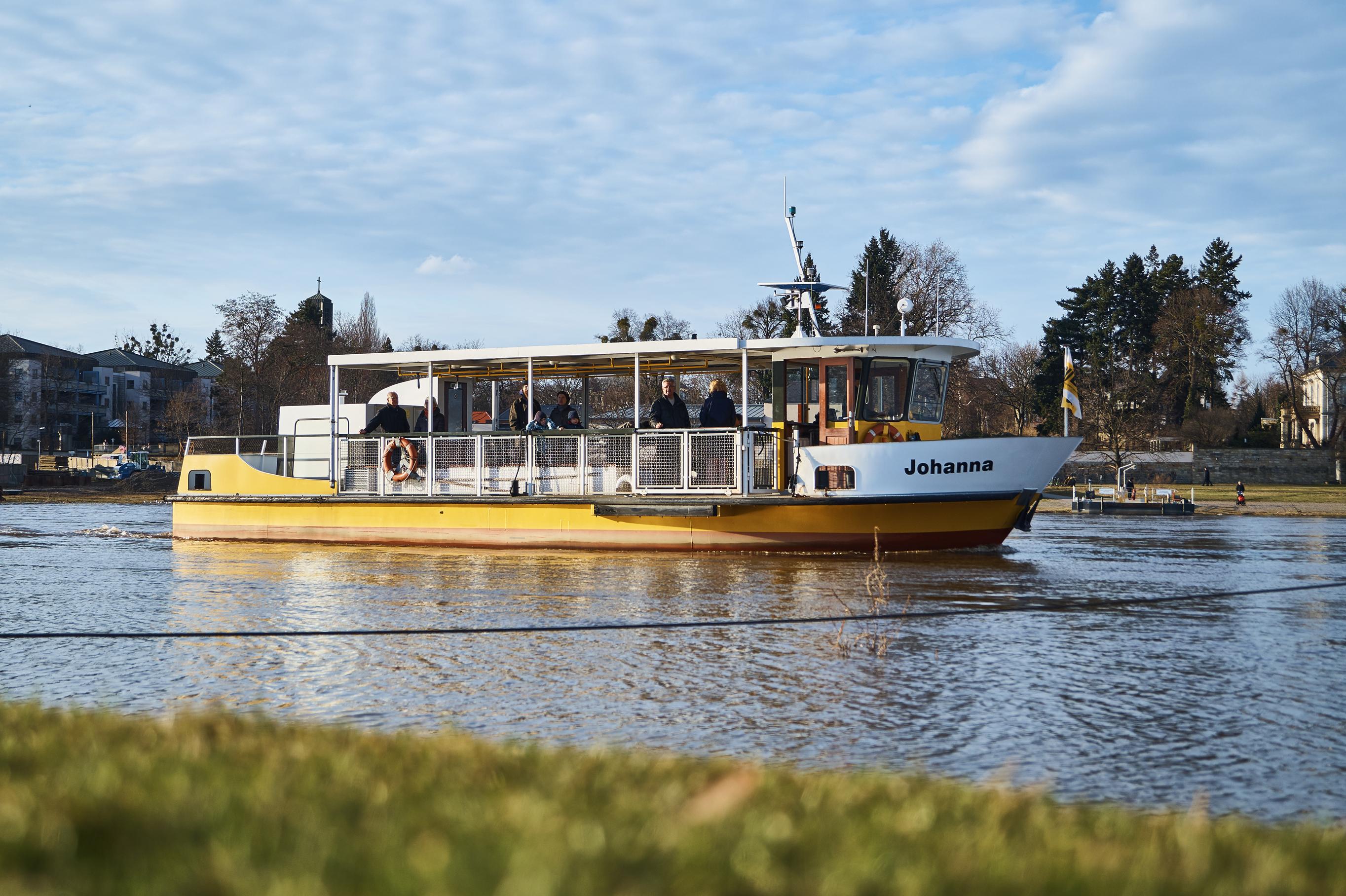 Auch eine Möglichkeit den Fluss zu überqueren: Die Elbfähre zwischen der Johannstadt und der Neustadt