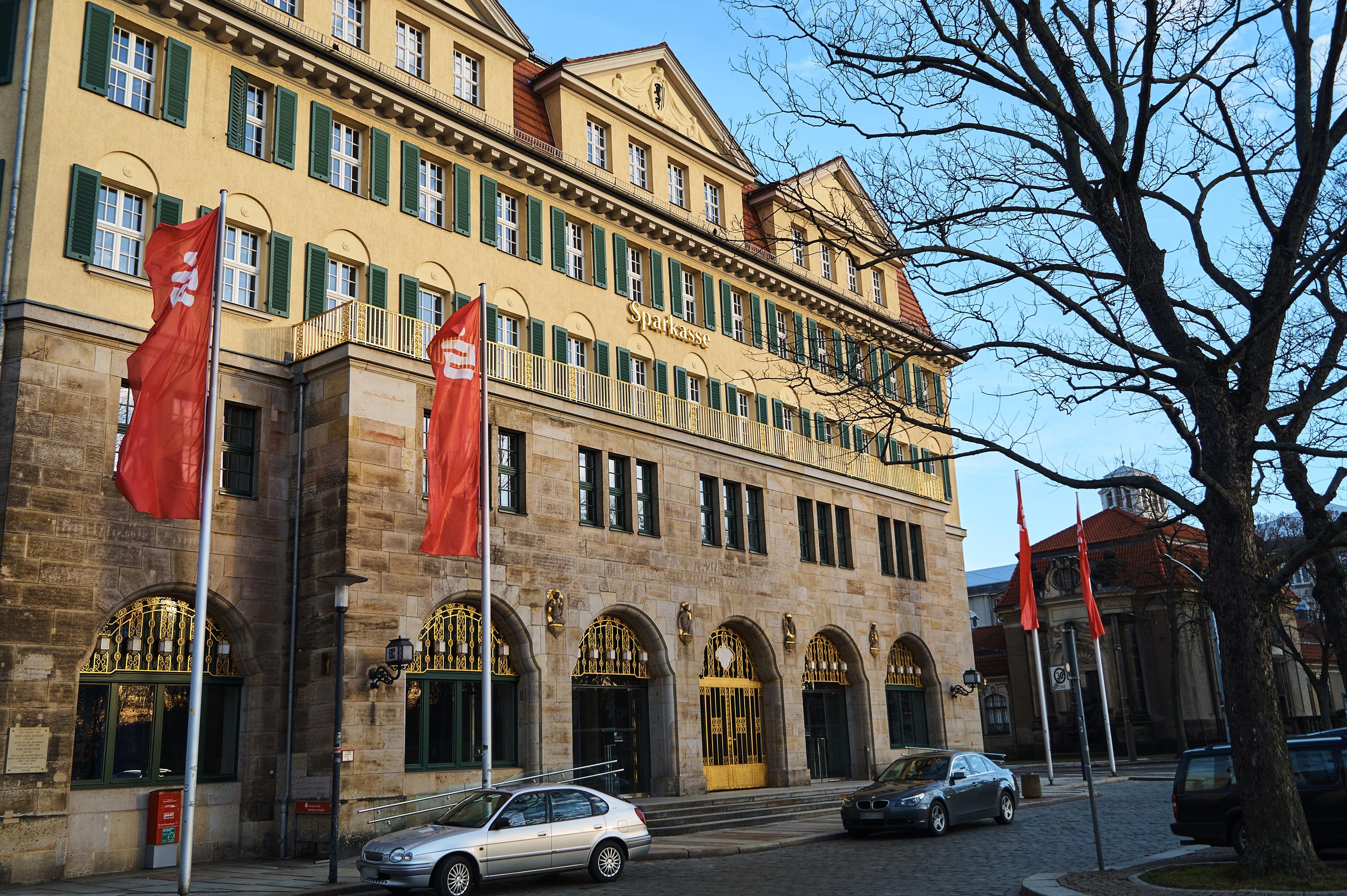 Das ehemalige Stadthaus Johannstadt, das heute die Sparkasse beherbergt