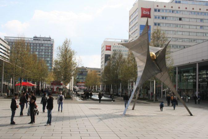 Die Prager Straße bietet beste Möglichkeiten zum Shoppen.