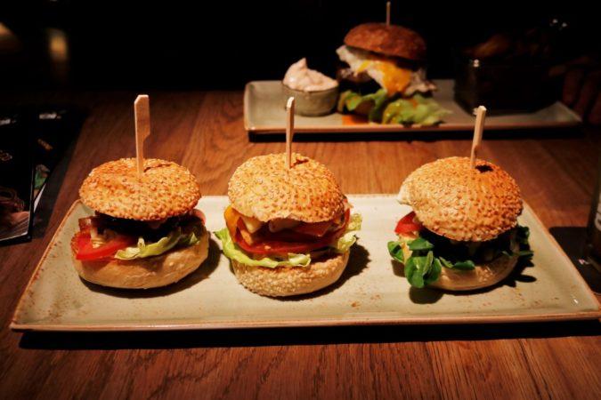 Die Mini-Burger haben genau die richtige Probier-Größe und sehen wirklich super aus!