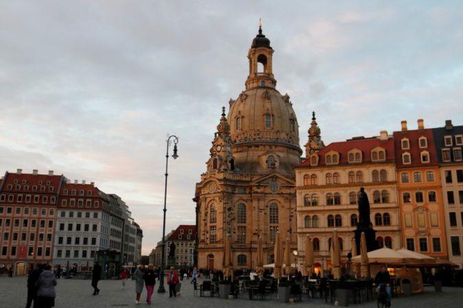 Nach einem Stadttrip durch Dresden kann manhier den Abend ausklingen lassen.