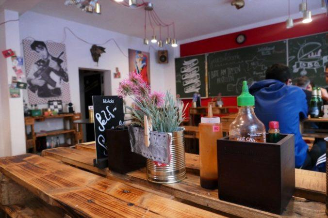 Eine lässige Atmosphäre und ein cooler Stil im inneren des Ladens.