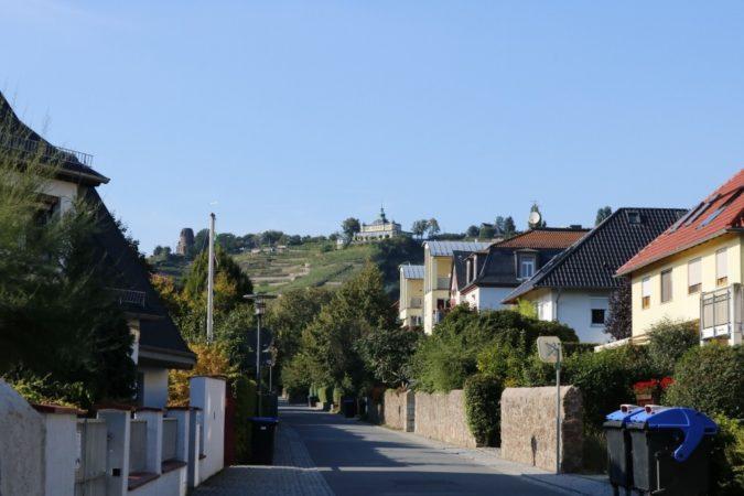 Die kleinen Nebenstraßen liefern einen wunderbaren Blick auf die Weinhänge.