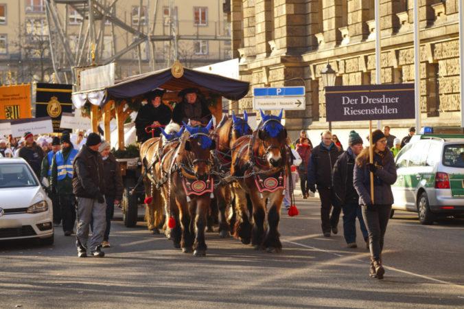 Jährlich findet in Dresden der Christstollenumzug statt!