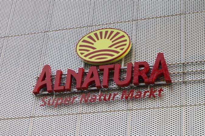 Der Alnatura Markt befidnet sich mit in der Einkaufspassage am Straßburger Platz.