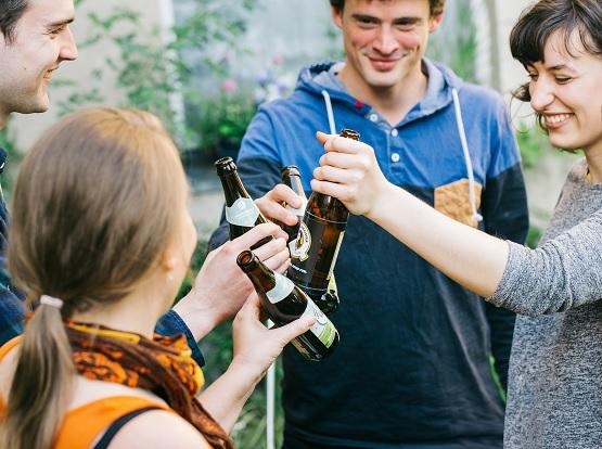 Quartiermeister ist ein Social Business, dass es seit 2010 gibt. Seitdem haben sie durch den Verkauf von Bier und dem daraus entstandenen Gewinn insgesamt 70.000 Euro an mehr als 50 Projekte in Berlin, München, Leipzig und Dresden vergeben können.
