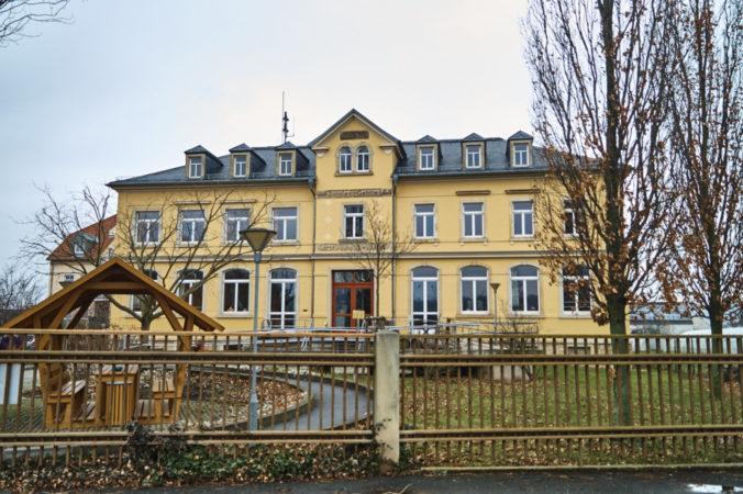 Villa auf der Cossebauder Straße, ehemals alte Schule Gohlis, heute Einrichtung der Lebenshilfe Dresden