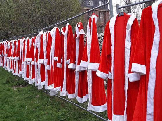 Als Weihnachtsmann braucht man kein eigenes Auto. Viele Routen kann man mit der Bahn, dem Rad oder zu Fuß erledigen. Als Engel wäre ein Auto günstig!