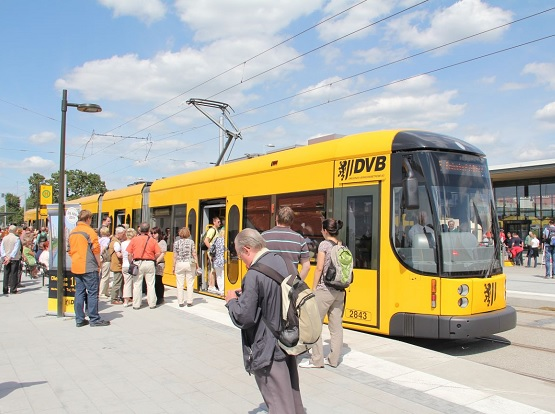 Per Anmeldung kann jeder an der ersten Bürgersprechstunde in der Straßenbahn teilnehmen. | Foto: DVB