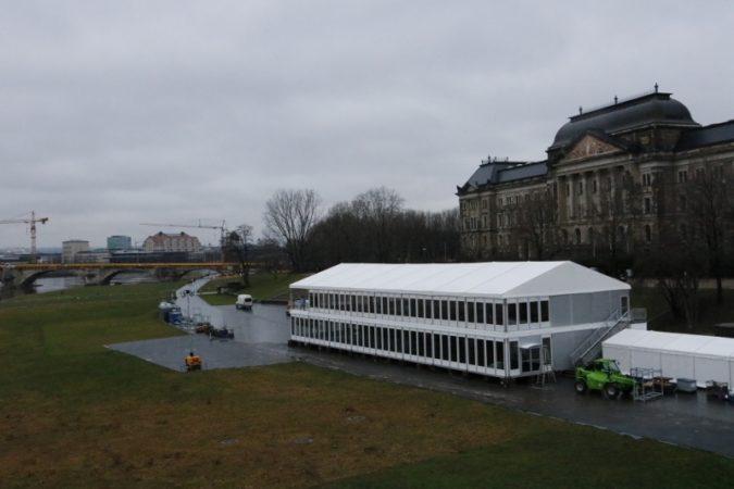 Das Stadion steht bereits. Jetzt fehlt nur noch der Schnee.