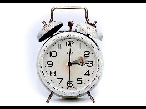 Die Zeitumstellung steht wieder an und bringt ihre eigenen Probleme mit sich. Problem Nummer 1 können wir für euch klären. Es wird die Uhr eine Stunde vor gestellt. | Foto: pixabay/PIROD4D