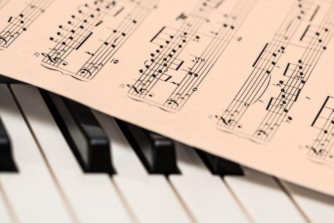 Instrumente sowie Noten lernen wird auch angeboten!