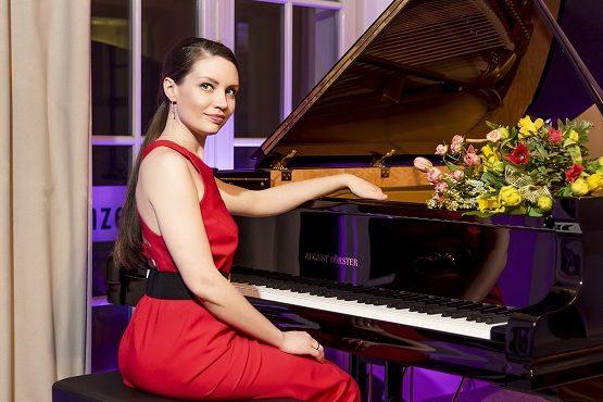 Maria spielte schon seit sie fünf Jahre ist Klavier. Ein Highlight – der Auftritt beim 10. Sempernopernball.   Bild: Natalyia Schmidt