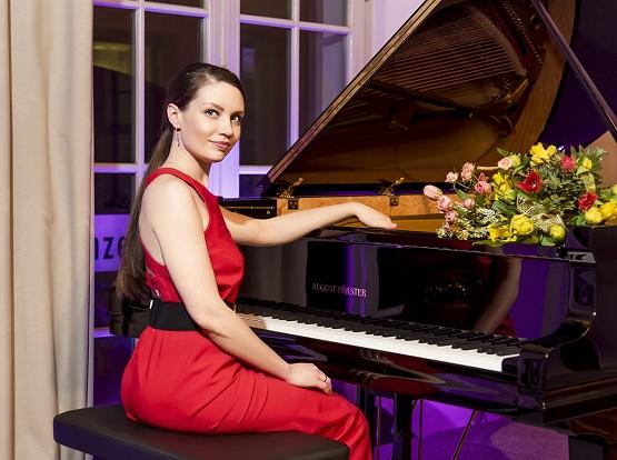 Maria spielte schon seit sie fünf Jahre ist Klavier. Ein Highlight – der Auftritt beim 10. Sempernopernball. | Bild: Natalyia Schmidt