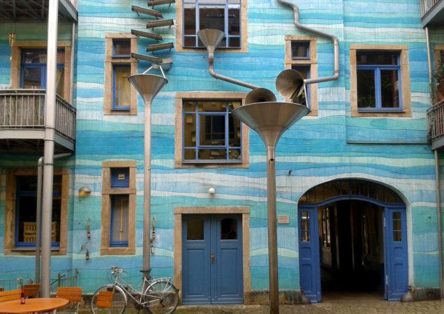 Auch das Wetterspiel in der Neustadt befindet sich in einem kleinen Innenhof.