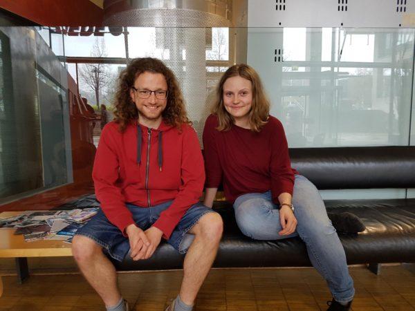 Fritz (30) und Julia (25) moderieren ehrenamtlich Generationendialoge   Bild: Romy Stein